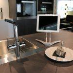 NFE² Smartcook-online Handy Halterung - Universal Küche Handyhalter zum Kleben oder Bohren - Ständer aus Aluminium für Smartphone - der Küchenhelfer