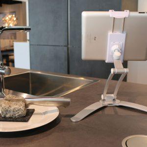 Ständer aus Aluminium für Smartphone - der Küchenhelfer
